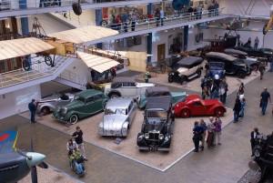 starší automobily v národním technickém muzeu