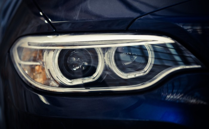 světla u auta