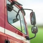 Řidiči kamionů si musí vystačit s vnějšími zrcátky.