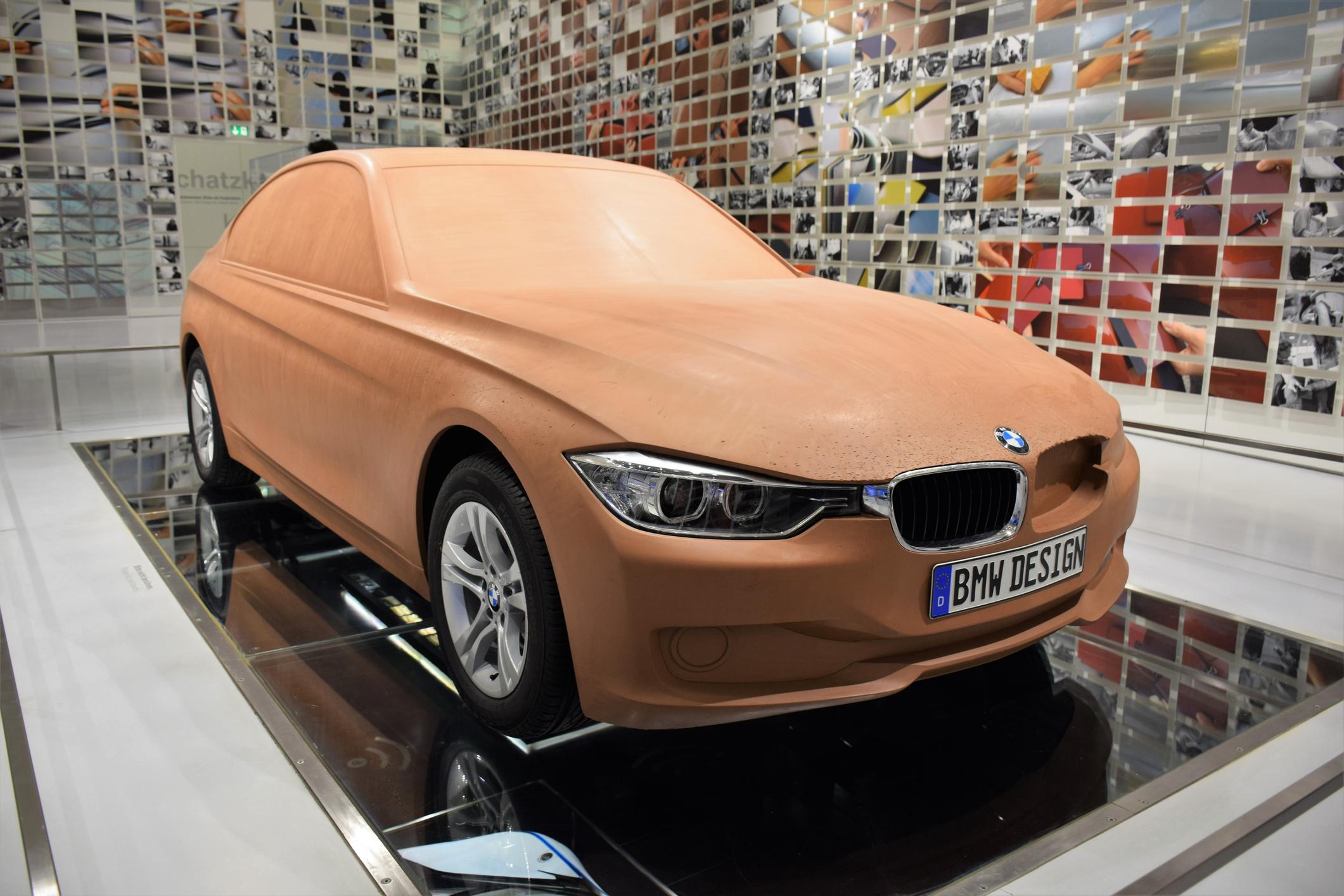 Hliněný model BMW
