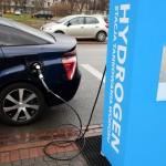 Auto na vodíkový pohon u nabíječky Hydrogen