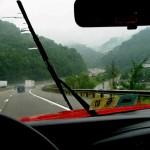 přední sklo ze kterého přes déšť není vidět