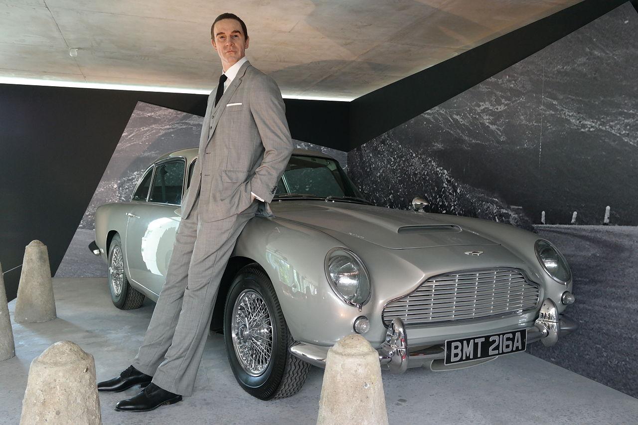 Aston Martin DB5 a Sean Connery | Foto: Wikimedia