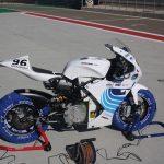 Příprava elektrické motorky na závod