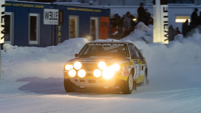 Automobil Audi závod na zmrzlém jezeře