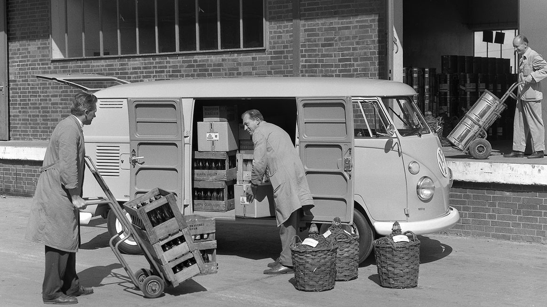 Automobil Volkswagen T1 v provozu