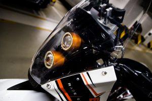 Světla enduro motocyklu KTM