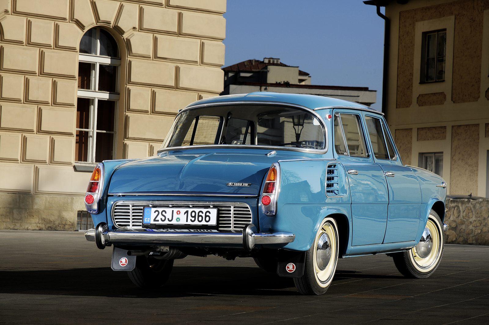 Modrá Škoda 1000 MB - embéčko