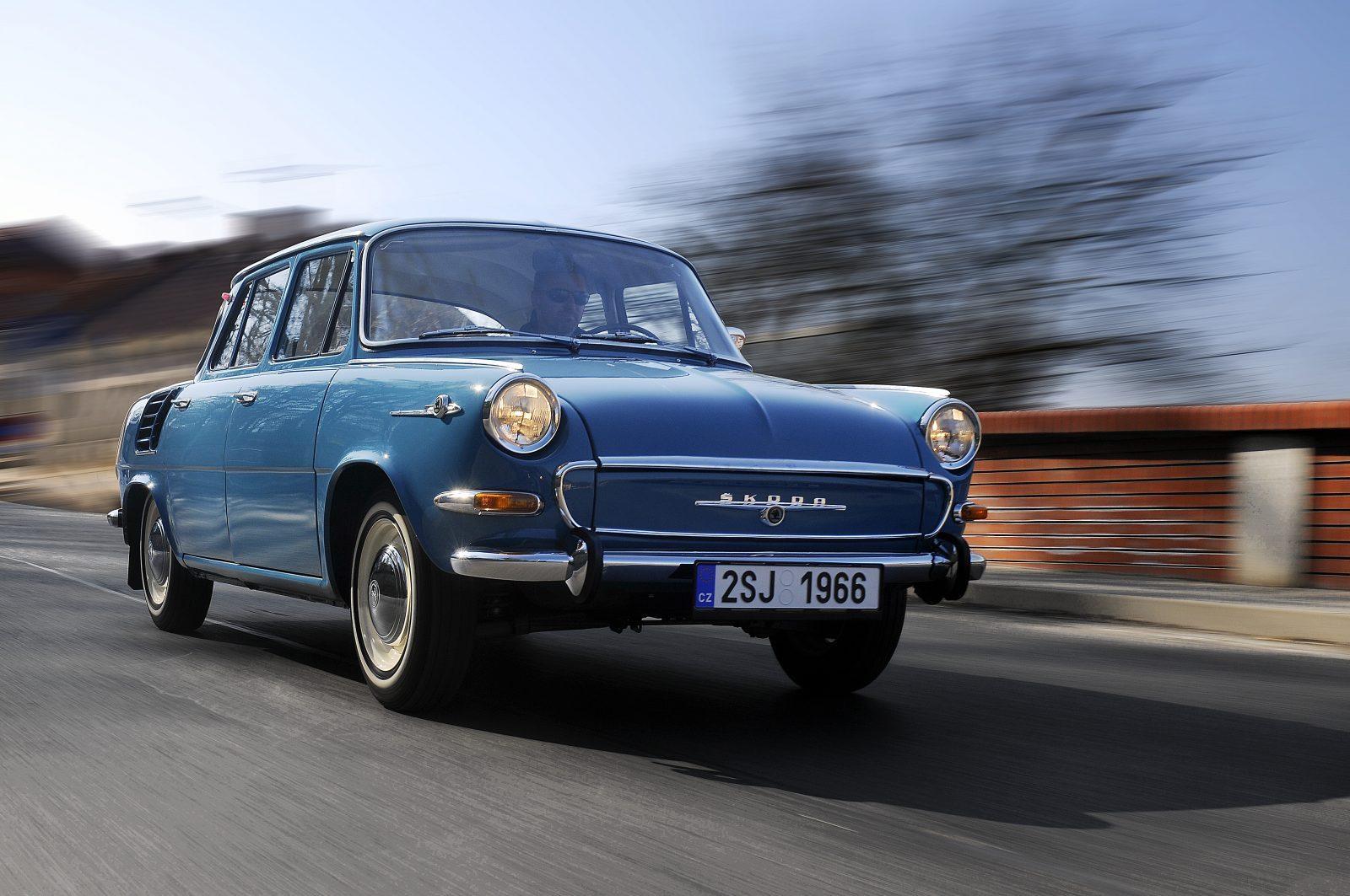 Historická modrá Škoda 1000 MB