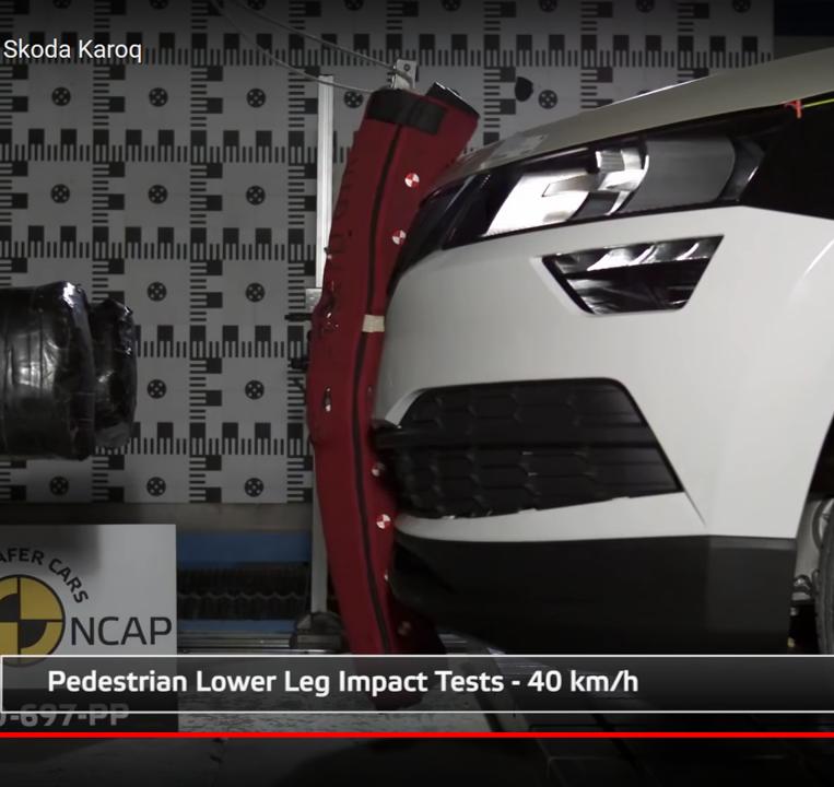 Nárazové zkoušky EuroNCAP Škody Karoq - impaktor nohy | Foto: EuroNCAP