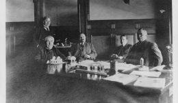 Arthur Williams, Thomas A. Edison, John W. Lieb, Nicholas F. Brady a Thomas E. Murray v Murrayově kanceláři v roce 1908.