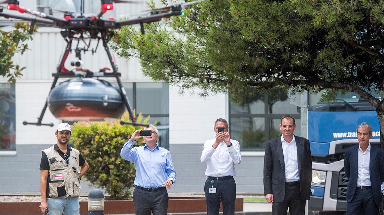 SEAT a Grupo Sesé dopravují díly pomocí dronů.